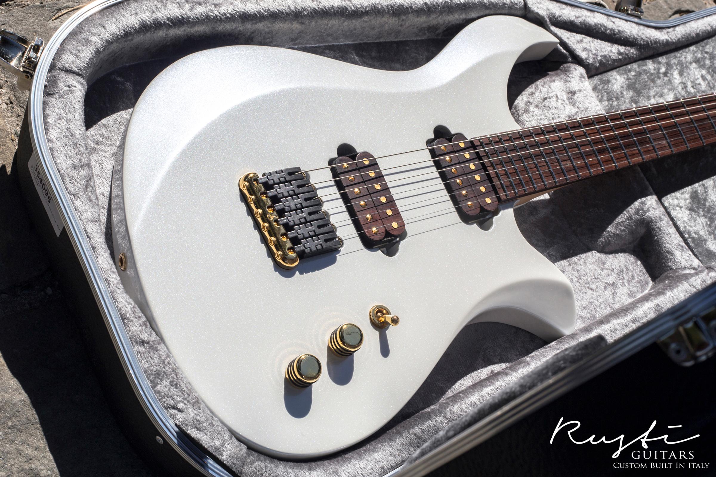 Rusti Guitars_Motion1_News01c